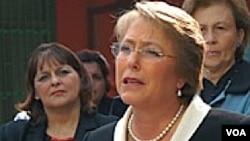 Presiden Chili Michelle Bachelet menghadapi tantangan berat membangun kembali lokasi di negaranya yang hancur karena gempa.