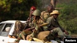 1月27号塞勒卡叛军逃离主要基地前往首都班吉以北的一个较小基地。