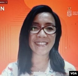 "Praktisi pengusaha Jamu, Nova Dewi, narasumber diskusi daring ""Vaksin dan Jamu"", Rabu (18/11). (Screenshot: VOA/ Yudha Satriawan)"