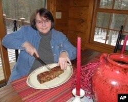 Ellie Wilson和家人分享圣诞水果蛋糕