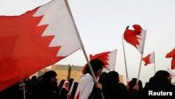 Xwepêşanderên Opozîsyanê, alên Bahreynê hil didin (Arşîv)