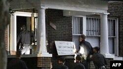 Cảnh sát vào căn nhà nơi giáo sĩ Luqman Ameen Abdullah dùng làm nơi thuyết giảng đạo hôm 28/10/09