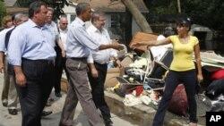 Le président Obama, en compagnie du gouverneur du New Jersey,Chris Christie, a constaté dimanche les dégâts dans la ville de Wayne.