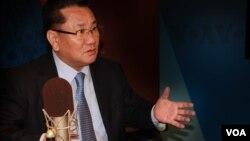 Ông Ri Jong Ho một người đào tị Bắc Triều Tiên trả lời phỏng vấn cùa ban Hàn ngữ Đài VOA.