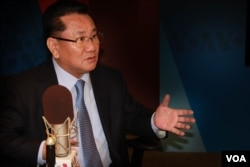 Former North Korean official Ri Jong Ho speaks to VOA's Korean Service.