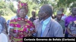 Governadora de Sofala Helena Taipo e régulo Mangude, pai de Afonso Dhlakama