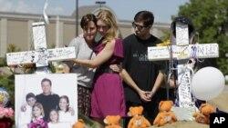 Suasana pemakaman salah satu korban penembakan Colorado, Gordon Cowden (25/7) (AP Photo/Ted S. Warren)