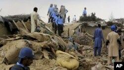 پاکستاني پولیسو په څو ځایونو کې د افغان کډوالو کورونه نړیولي دی.