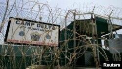 Trại giam các phần tử khủng bố tại căn cứ hải quân Hoa Kỳ ở Vịnh Guantanamo, Cuba.