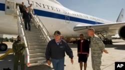 امریکی وزیر دفاع لیون پنیٹا نے ایمن الظواہری کی پاکستان میں موجودگی کا دعویٰ ہفتہ کو دورہِ افغانستان کے موقع پر کیا۔