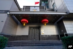 Bendera China di atap Konsulat Jenderal China, di Houston, Amerika Serikat, Rabu, 22 Juli 2020.