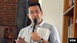 Peneliti Benedict Rogers dari Christian Solidarity Worldwide dalam diskusi di Yogyakarta. (VOA/Munarsih Sahana)
