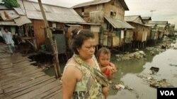 Los niveles de pobreza de la mujer siguen siendo significativamente mayores que el de los hombres.