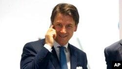 """El presidente Sergio Matarella no confió de immediato el mandato a Conte y un portavoz anunció esta noche su """"convocatoria para la 09H30 (local) del jueves""""."""