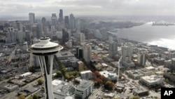 """Seattle bukan hanya dijuluki """"kota jarum antariksa"""" dan """"kota hujan,"""" tetapi juga """"kota jam"""" karena banyaknya jam-jam di jalan-jalan kota itu (foto: dok)."""