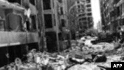 Beşşar'ın babası Hafız Esat, 1982 yılında, Hama'yı yerle bir etmişti. Kenti kuşattıktan sonra günlerce bombalayan Suriye ordusunun 15,000-25,000 arasında insan öldürdüğü tahmin ediliyor