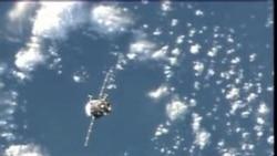 联盟号飞船运载美俄意宇航员赴国际空间站