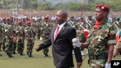 Pierre Nkurunziza, président du Burundi, lors du défilé miliatire le 1er juillet 2015 (AP Photo/Berthier Mugiran