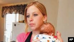 萨拉•麦金利和她3个月大的婴儿