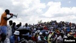 Setelah mogok kerja untuk menuntut kenaikan gaji selama beberapa bulan, buruh tambang di Afrika Selatan mencapai kesepakatan dengan perusahaan-perusahaan tambang (foto: dok).