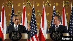 Shugaban Amurka Barack Obama da PM INgila David Cameron, a wani taro da manema labarai a London ranar jumma'a.
