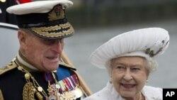 Nữ hoàng Anh và phu quân, Hoàng tế Philip