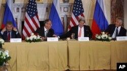 Справа налево: Сергей Шойгу, Сергей Лавров, Джон Керри, Чак Хейгел.