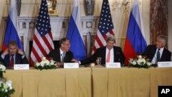 (Soldan sağa) Rusya Savunma Bakanı Sergei Şoygu, Dışişleri Bakanı Sergei Lavrov, ABD Dışişleri Bakanı John Kerry, Savunma Bakanı Chuck Hagel