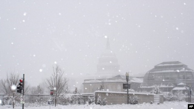 The US Capitol hardly visible in the background, in the middle of a snowstorm, Washington DC, 06 Feb 2010