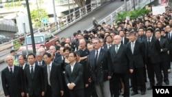 參與法律界黑衣靜默遊行的人士沿途不叫口號或展示標語,以維持法律界莊嚴傳統 (美國之音湯惠芸拍攝)