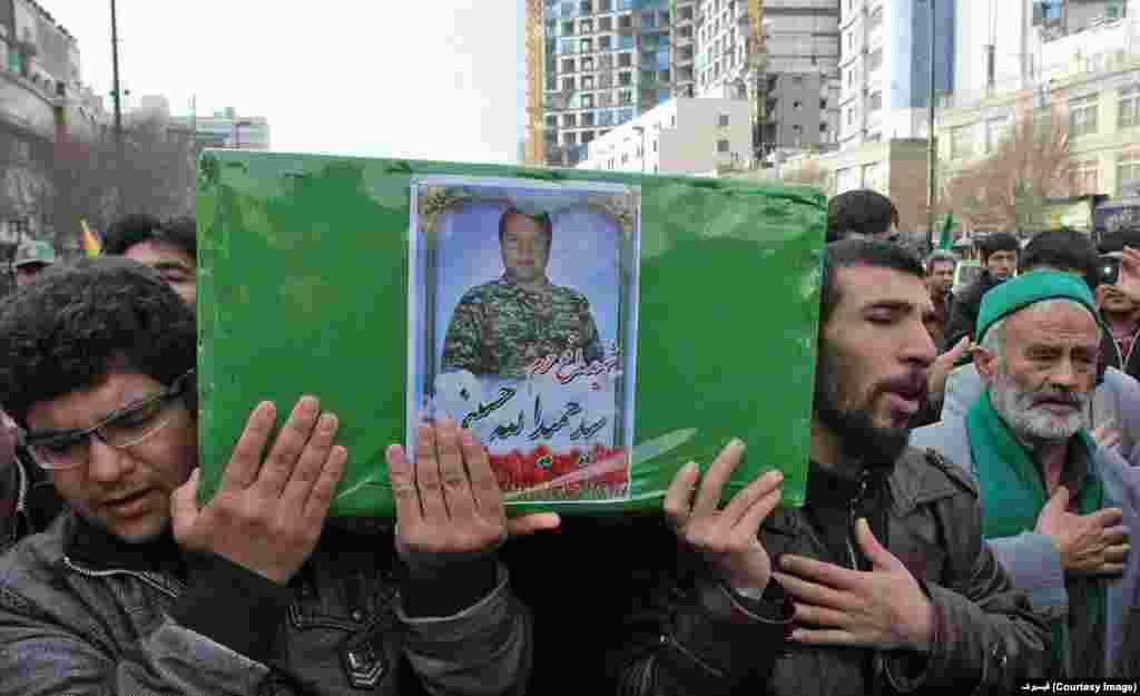 مراسم خاکسپاری جوانان افغان که در جنگ سوریه کشته می شوند با شان و مراسم خاص در ایران برگزار می شود.