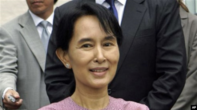 Burma's detained democracy leader Aung San Suu Kyi after holding talks with US Assistant Secretary of State for East Asia Kurt Campbell in Rangoon, Burma, 04 Nov 2009