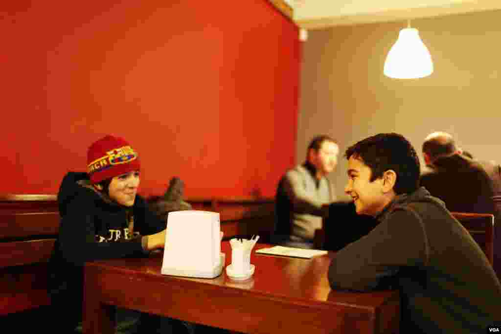 Syrian Armenians find a home in the Anteb Restaurant, owned by Syrian Armenians, February 20, 2013. (V. Undritz/VOA)
