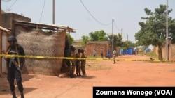 Déploiement sécuritaire à kilwin, après une opération pour mettre la main sur un réseau de recruteur de terroristes à Ouagadougou, Burkina Faso, le 23 octobre 2016. (VOA/Zoumana Wonogo)