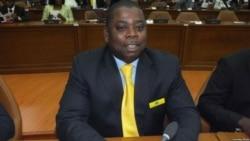 """21 Jul 2017 Angola Fala Só - Lindo Bernardo Tito: """"Angola é um carro velho a fumegar"""""""