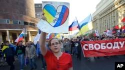 Người biểu tình xuống đường tại Moscow kêu gọi hòa bình cho Ukraine và yêu cầu Điện Kremlin ngưng hỗ trợ quân sự cho phe đòi ly khai.