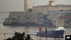 """Tàu chở hàng của Mỹ """"Ana Cecilia"""" đến Vịnh Havana Bay, Cuba, sáng ngày 13/7, 2012"""
