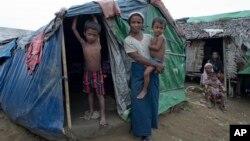 Warga etnis minoritas Muslim Rohingya di Myanmar tinggal di kamp pengungsi di utara kota Sittwe, negara bagian Rakhine untuk menghindari kekerasan (foto: ilustrasi).