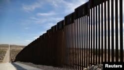 Nuevo muro de postes de acero en Santa Teresa, Nuevo México, en la frontera de EE.UU. con México. Foto: Marzo 5 de 2019.