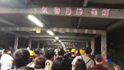 """香港""""荃葵青""""反送中遊行的市民逼爆荃灣花園的行人天橋"""
