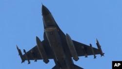Máy bay Thổ Nhĩ Kỳ thường xuyên thực hiện những vụ oanh kích nhắm vào doanh trại của PKK trong vùng núi non ở miền bắc Iraq và ở miền đông nam Thổ Nhĩ Kỳ.