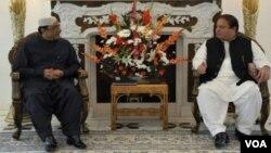 پاکستان کے صدر آصف علی زرداری (بائیں) اور مسلم لیگ نون کے سربراہ نواز شریف