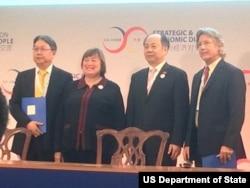 美国国务次卿诺韦利在战略与经济对话中欢迎六位新的生态伙伴(2015年6月25日,美国国务院图片)