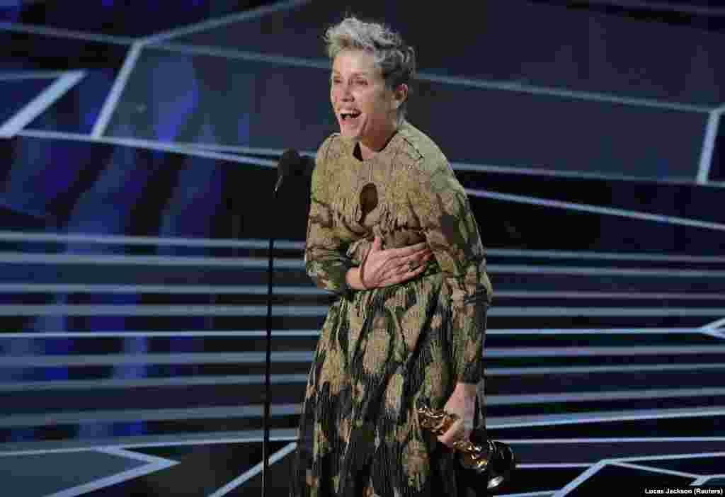 """Frances McDormand ganhou o Oscar para Melhor Actriz pelo seu papel em """"Three Billboards Outside Ebbing, Missouri"""" (Três Cartazes à Beira da Estrada)"""