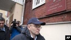 ທ່ານ Dmitry Kratov ເຈົ້າໜ້າທີ່ພຽງຄົນດຽວເທົ່ານັ້ນ ທີ່ຮັບຜິດຊອບກ່ຽວກັບການເສຍຊີວີດຂອງທ່ານ Magnitsky ໄດ້ຖືກປ່ອຍ ຫຼັງຈາກສານໃນກຸງມົສກູຕັດສິນໃຫ້ທ່ານພົ້ນໂທດ (28 ທັນວາ 2012)