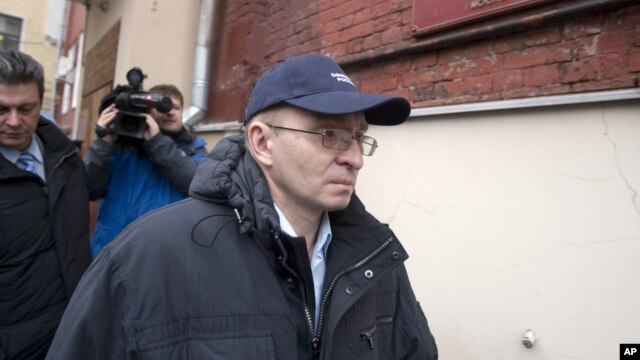 Dmitry Kratov, the only official charged with the death of a Russian whistleblowing lawyer walked free after a Moscow court acquitted him of negligence, December 28, 2012.