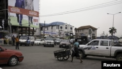 Vue sur une rue de Port Harcourt.