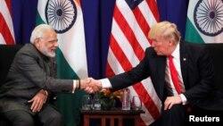 ملاقات رئیس جمهور امریکا و صدراعظم هند در مانیلا، پایتخت فیلیپین