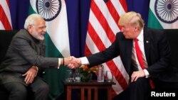 بھارتی وزیر اعظم نریندر مودی اور صدر ٹرمپ کی منیلا میں ملاقات۔ 13 نومبر 2017