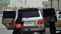 Neke žene u saudijskoj Arabiji danas su sele za volan prkoseći zabrani da voze automobile